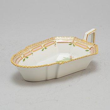 A Royal Copenhagen ´Flora Danica´ porcelain pickle dish, Denmark.