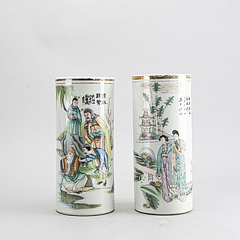 A set of two Chinese porcelain vases early 1900's.
