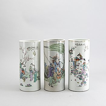 A set of three Chinese porcelain vases early 1900's.