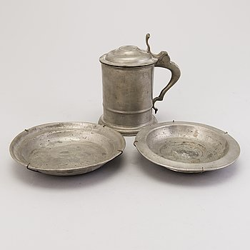 TANKARD AND 2 TWO PLATES, pewter 19th century.