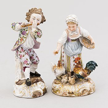 Two European porcelain figurines, around the turn of the Century 1900.
