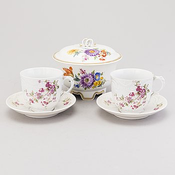 DEEP DISH, porcelain, Meissen, Germany 20th century. Two CUPS, porcelain, Carl Tielsch & Co, Germany late 19th century.