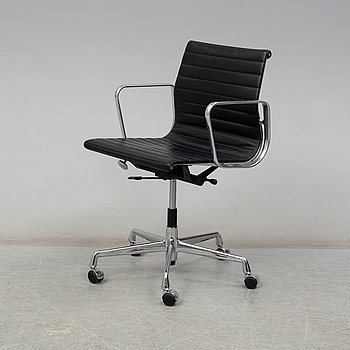 CHARLES & RAY EAMES, an 'Aluminium Group' chair from Vitra.