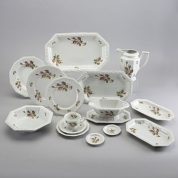 "A 80 pieces porcelain Rosenthal ""Maria / Classic Rose Collection"" dinner service."
