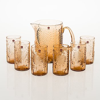 OIVA TOIKKA, A 'Flora' glass pitcher with a set of six 'Flora' tumblers. Model designed in 1966.