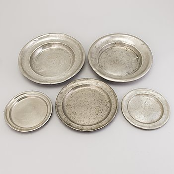 Five pewter dishes, 19th Century.