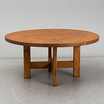 ROLAND WILHELMSSON, a pinewood dinner table, late 20th Century.