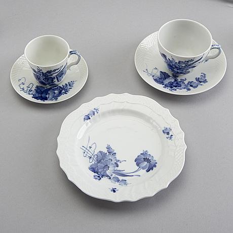A 48 pcs royal copenhagen blå blomst porcelain coffee service