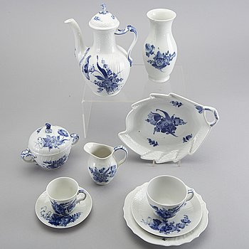 A 48 pcs Royal Copenhagen Blå blomst porcelain coffee service.