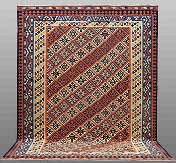 A Kilim Shiraz carpet, ca 413 x 307 cm.
