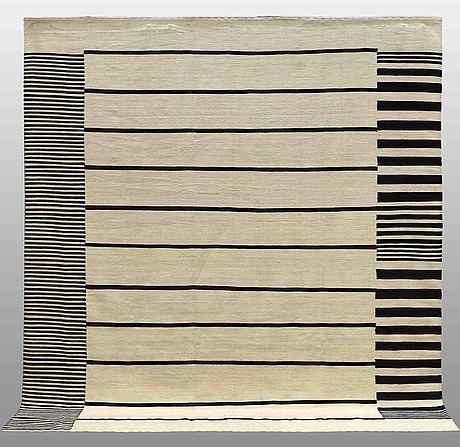 A kilim carpet, ca 281 x 255 cm