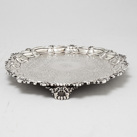 An english 19th century silver salver, mark of william brown, london 1830.