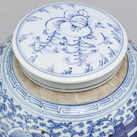 Three blue and white jars with covers, qing dynasty, 19th century.