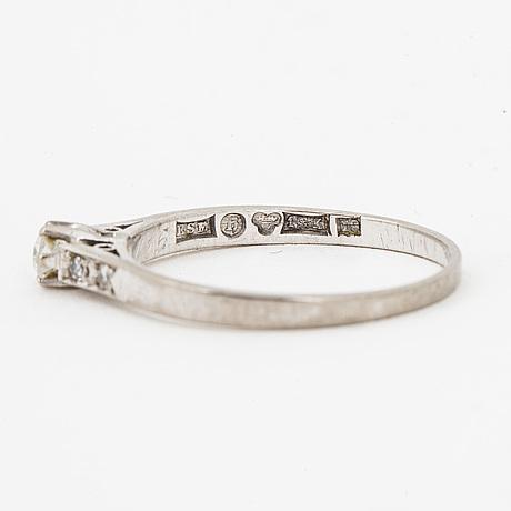 Brilliant cut diamond ring