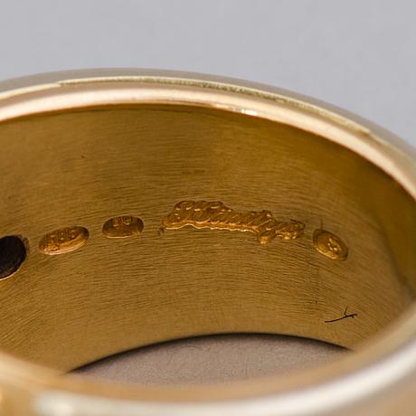 A ring, facetted sapphires, 14k gold. juha tarnanen, lahti finland 2005