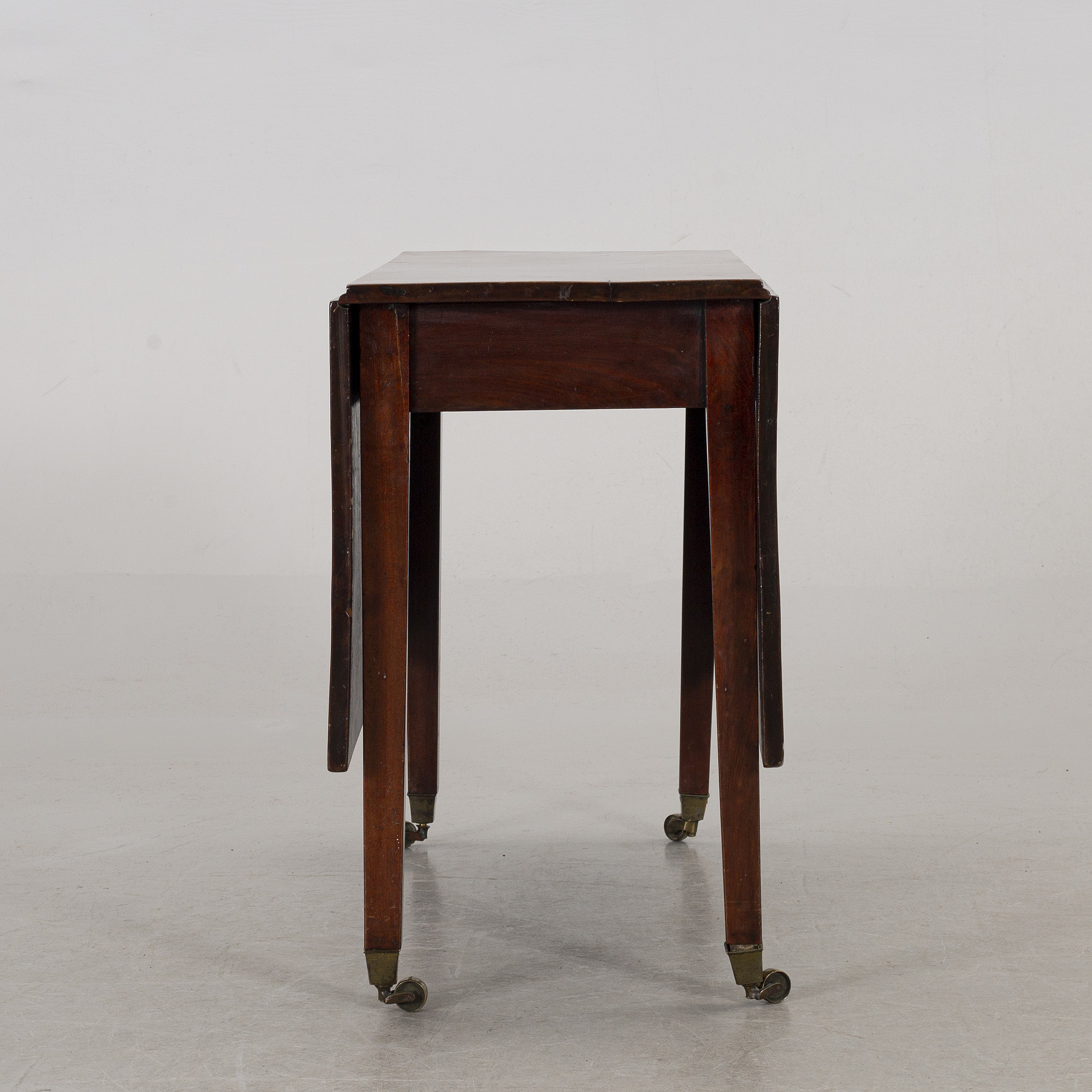 An English 19th century table  - Bukowskis