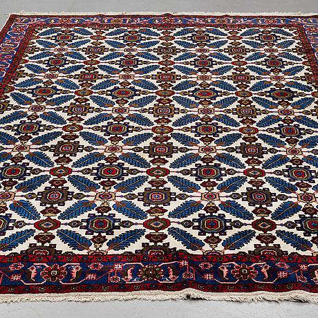 A carpet, old west persian, ca 292 x 203 cm.