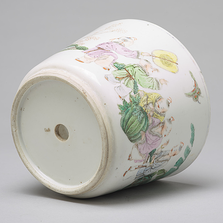 A chinese famille rose pot, 20th century.