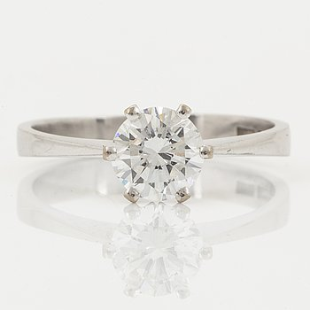 1,30 ct brilliant-cut diamond solitaire ring.