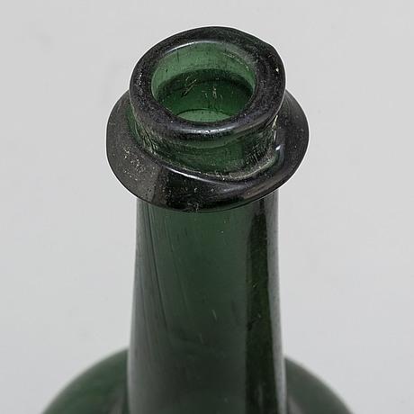 Flaskor, 2 st, glas, 1700-/1800-tal.