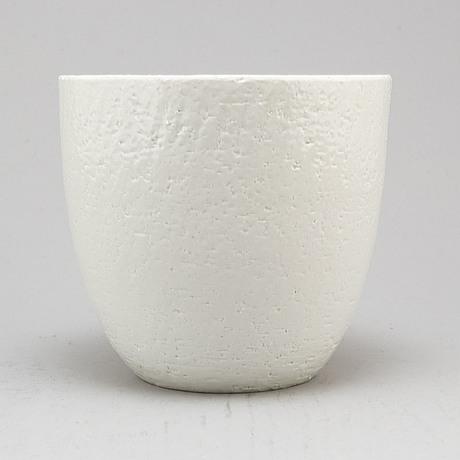 Gunnar nylund, a stoneware bowl from rörstrand