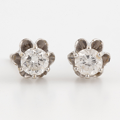 A pair of 18k white gold earrings with round brilliant cut diamonds