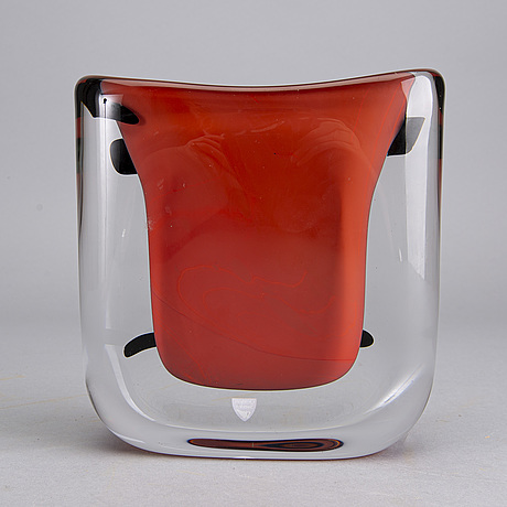An anne nilsson glass vase, signed orrefors 975478 anne nilsson e.a. 1 90