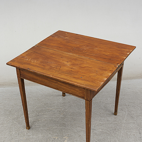 An early 19th century late gustavian table.