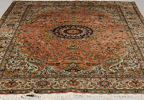A carpet, an old silk qum probably, ca 276,5 x 173 cm (as well as 2 cm flat weave at each end)