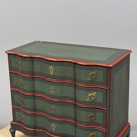 A baroque 18th century chest of drawers