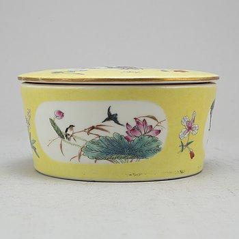 SKÅL med LOCK, porslin. Kina, 1900-tal.