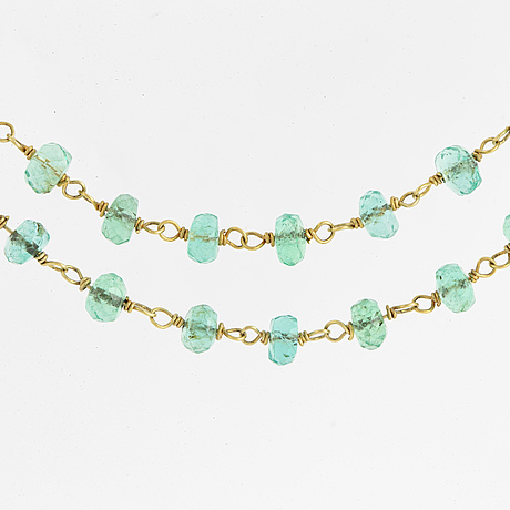 An 18k gold and emerald necklace