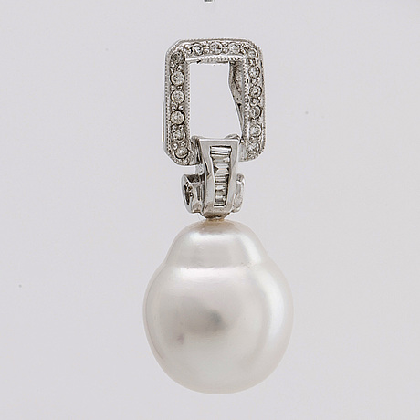 Pendant 18k, 1 south sea pearl whitegold, brilliant and baguette cut diamonds approx 0,25 ct in total