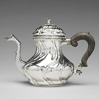 122. A Swedish 18th century silver tea-pot, mark of  Olof Gravander, Kristinehamn 1759.