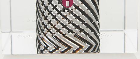 Oiva toikka, jubilee cube, 'sateen jälkeen' signed oiva toikka nuutajärvi 2006 numbered 41/100.