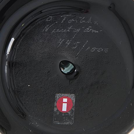 Oiva toikka, a glass bird signed o. toikka nuutajärvi numberad 445/1000.