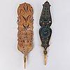 Rukinlapoja 2 kpl sekä lautasia 3 kpl, puuta, 1800-luku.