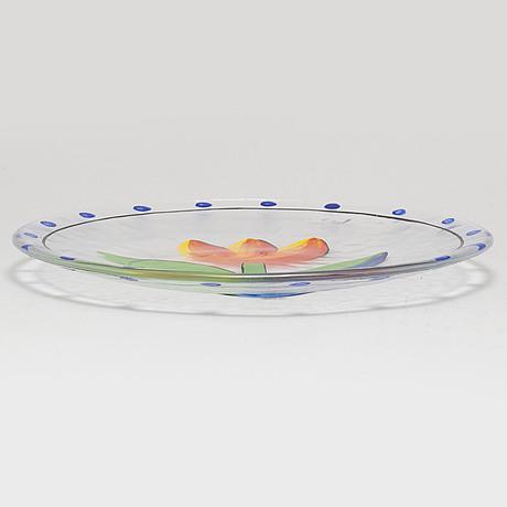 Ulrica hydman vallien, a part 'tulip' dinner glass service, from kosta boda. (27 pieces)