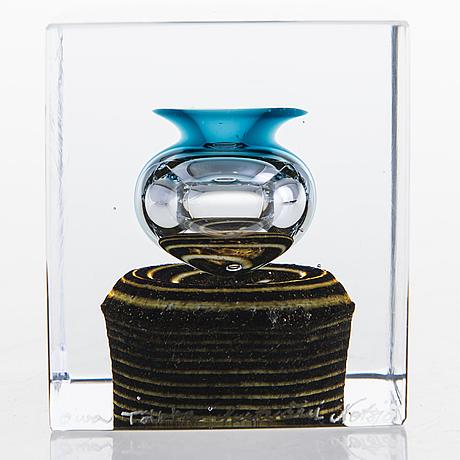 Oiva toikka, vuosikuutio, lasia, signeerattu oiva toikka, nuutajärvi notsjö.