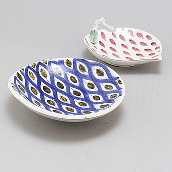 STIG LINDBERG, two faiance dishes, from Gustavsberg Studio.