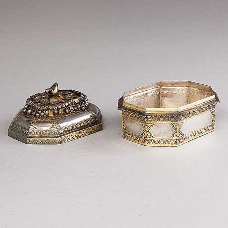 A parcel-gilt silver pandan on footed tray, mughal style, delhi, india first half of the 20th century.