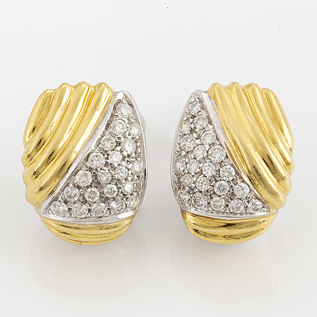 18k gold in two colours with brilliant cut diamonds