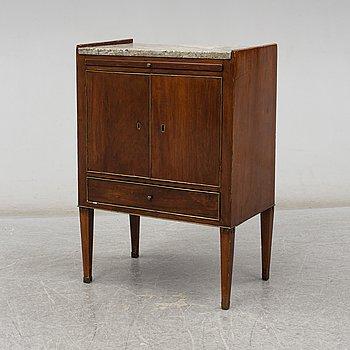 POTTSKÅP, sengustavianskt, omkring år 1800.