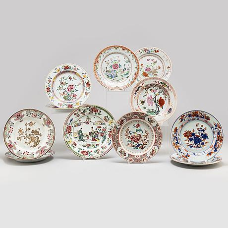 Tallrikar, 11 stycken, kompaniporslin. qingdynastin, qianlong (1736-95).