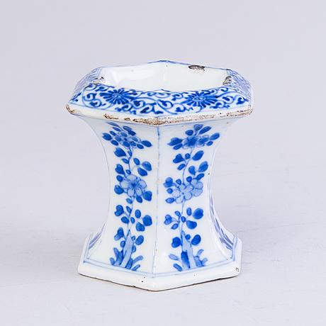 Salt cellar and serving dish, porcelain, china, kangxi 1662 1722 and qian long, (1736 1795)