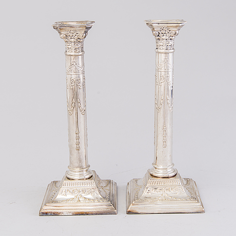 KynttilÄnjalkapari, uushopeaa, englanti, noin 1900