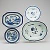 Fat, två stycken samt tallrikar, två stycken, kompaniporslin. qingdynastin, 1700-tal.