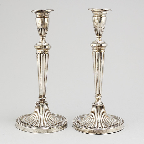 Hayes & co. a pair of silver candlesticks. birmingham 1912.