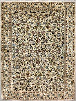 A CARPET, Kashan, signed Ezani  ca 412 x 315 cm.