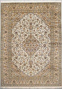 A CARPET, Kashan, ca 388 x 292 cm.